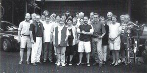 <p>Aufbruch zur Dreitages-Tour nach Giethoorn (NL) im Jahr 2000.</p>